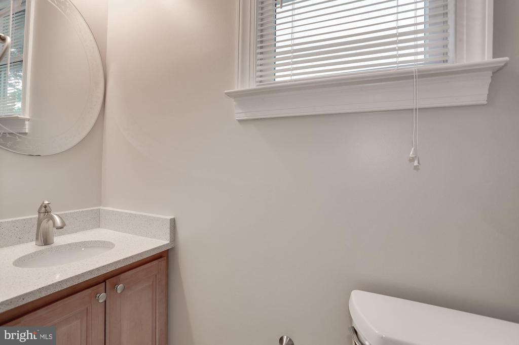 Main level powder room - 5715 7TH ST N, ARLINGTON