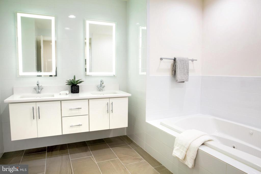 Master Bath West - 645 MARYLAND AVE NE #201, WASHINGTON