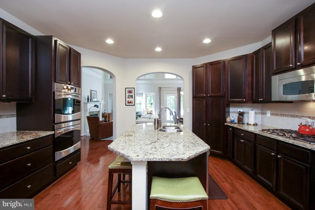 Spacious kitchen features granite counters - 3006 OLD ANNAPOLIS TRL, FREDERICK