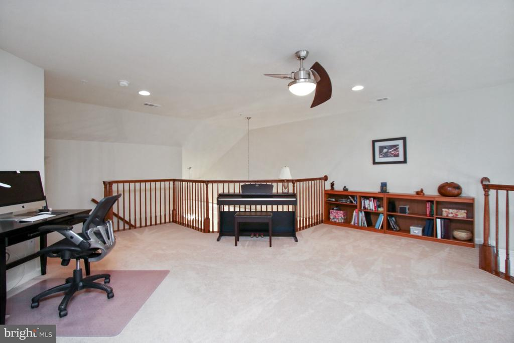 Huge open loft space - 3006 OLD ANNAPOLIS TRL, FREDERICK