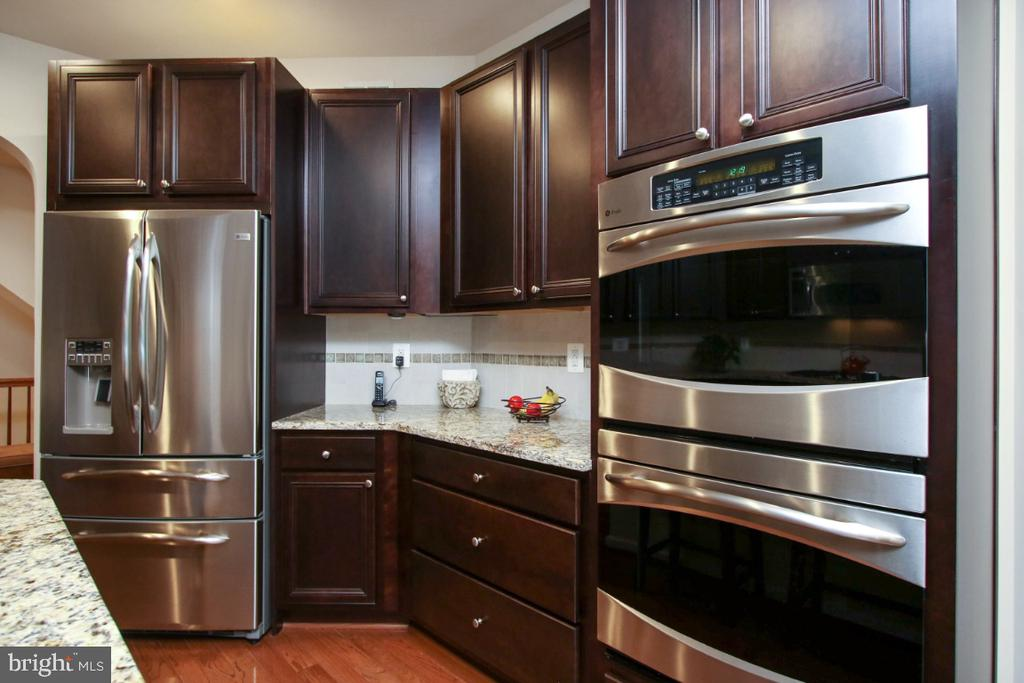 Gourmet kitchen with double ovens - 3006 OLD ANNAPOLIS TRL, FREDERICK