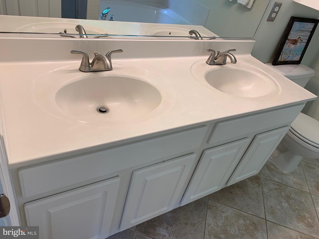 New faucets! - 6587 KIERNAN CT, ALEXANDRIA