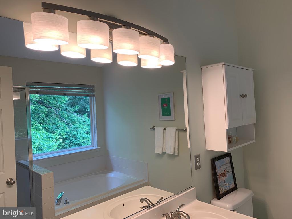 New light fixture! - 6587 KIERNAN CT, ALEXANDRIA