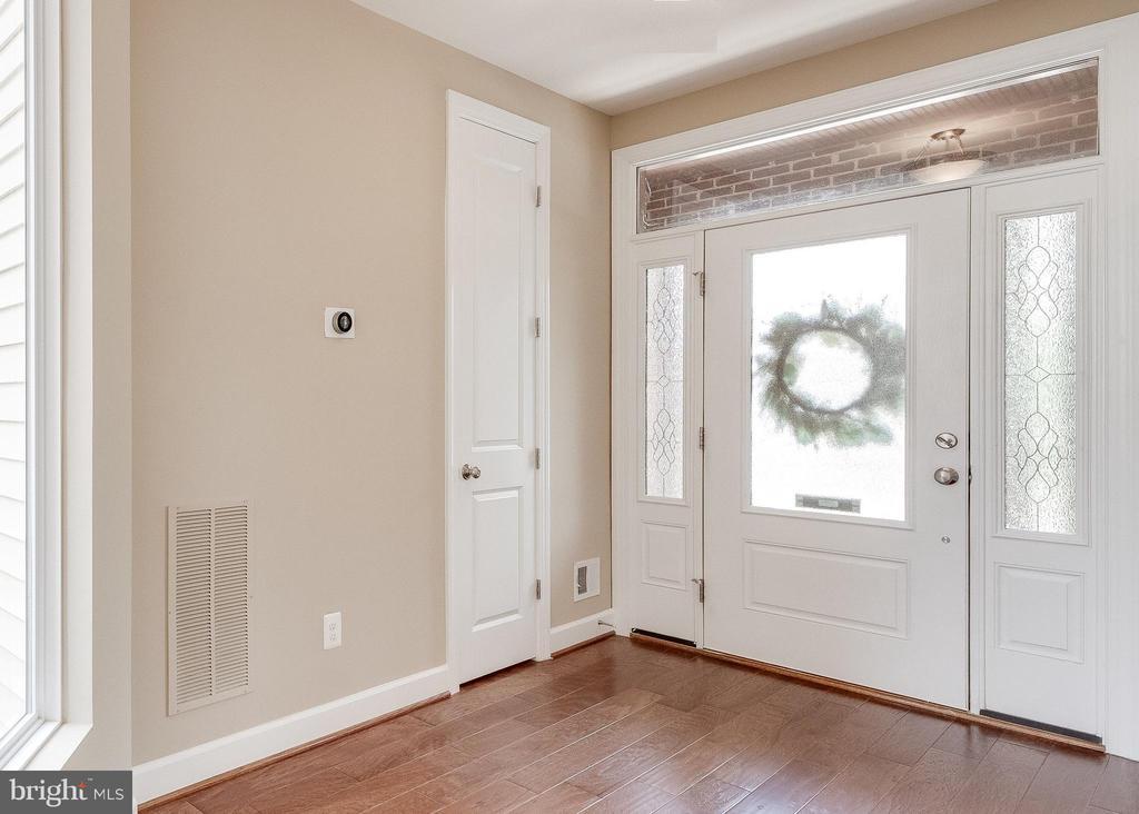 Impressive Foyer - 20417 SAVIN HILL DR, ASHBURN