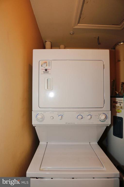Washer and dryer on upper level - 415 RIDGEPOINT PL #32, GAITHERSBURG
