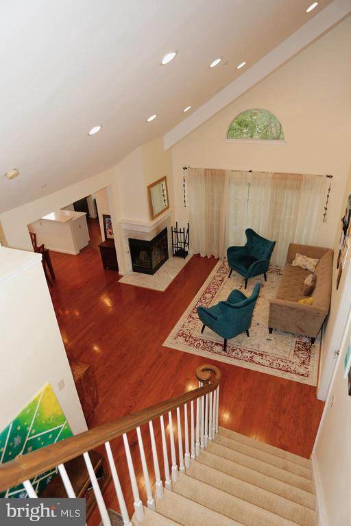 View of mail level living room from upper level - 415 RIDGEPOINT PL #32, GAITHERSBURG