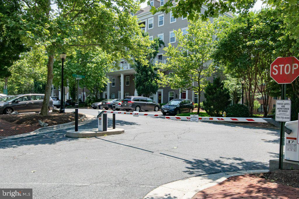 Entrance w/remote controlled gate on S West Street - 405 S HENRY ST, ALEXANDRIA