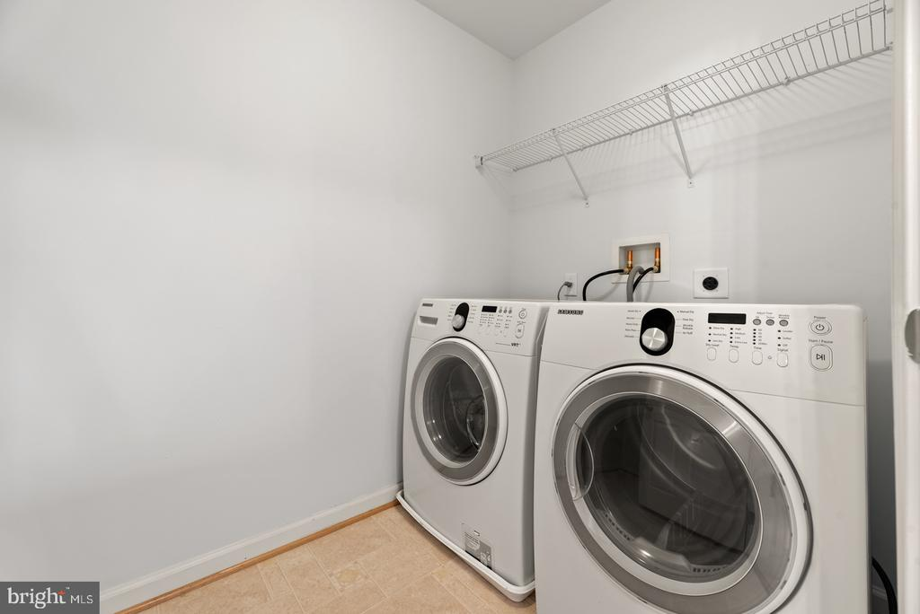 Upper Level laundry room with storage - 41 TOWN CENTER DR, LOVETTSVILLE
