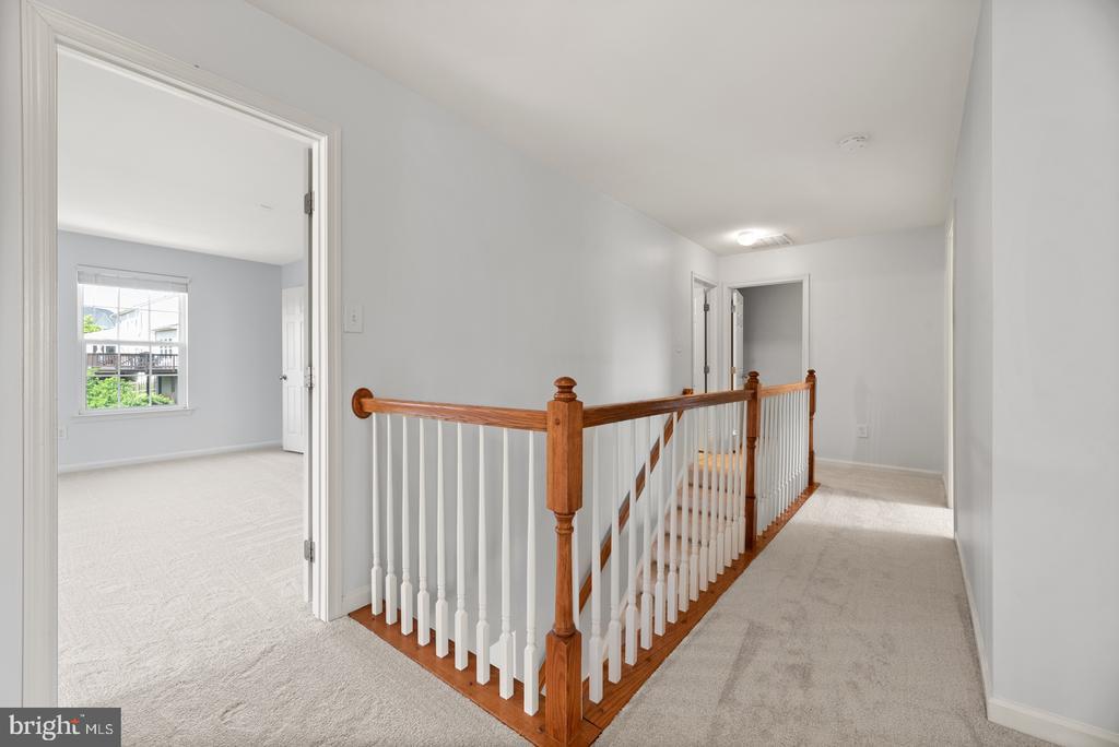 upstairs hallway - 41 TOWN CENTER DR, LOVETTSVILLE
