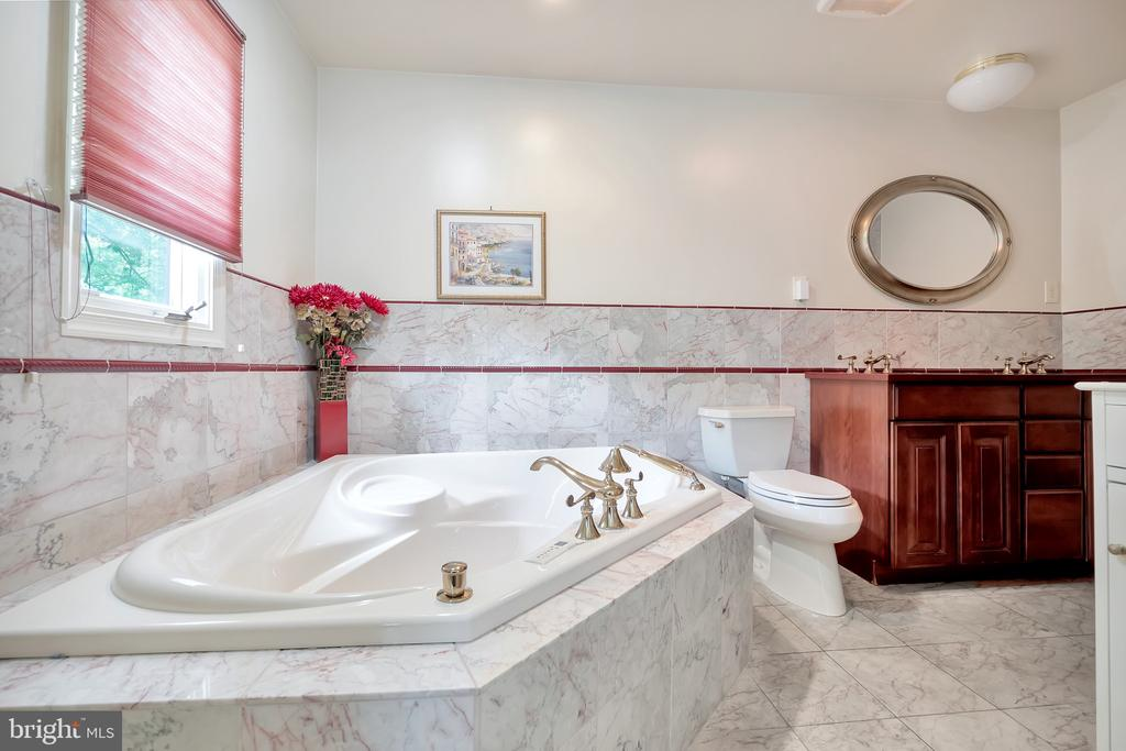 Master Suite- Bath - 1603 CEDAR VIEW CT, SILVER SPRING