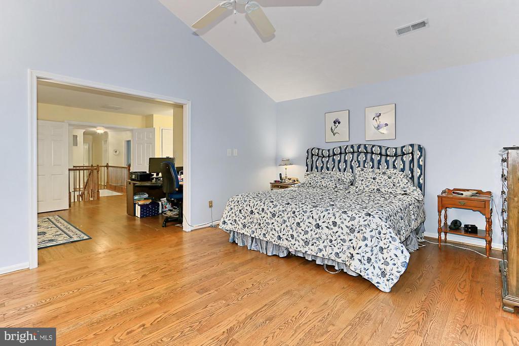 Master Bedroom - 6603 OKEEFE KNOLL CT, FAIRFAX STATION