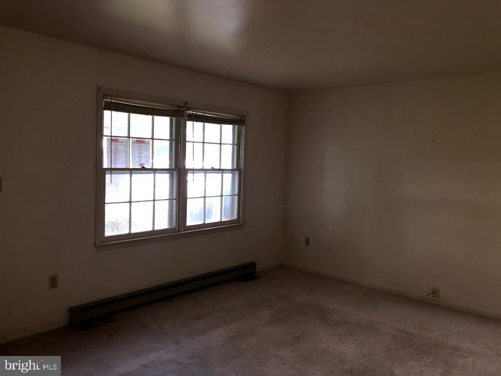 Living Room - 2129 MINNEAR ST, FREDERICKSBURG