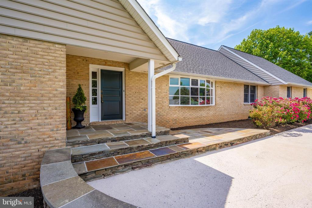COVERED FRONT PORCH 2 SIDED STAIRS W/ STONE RISERS - 6914 SUMMERSWOOD DR, FREDERICK