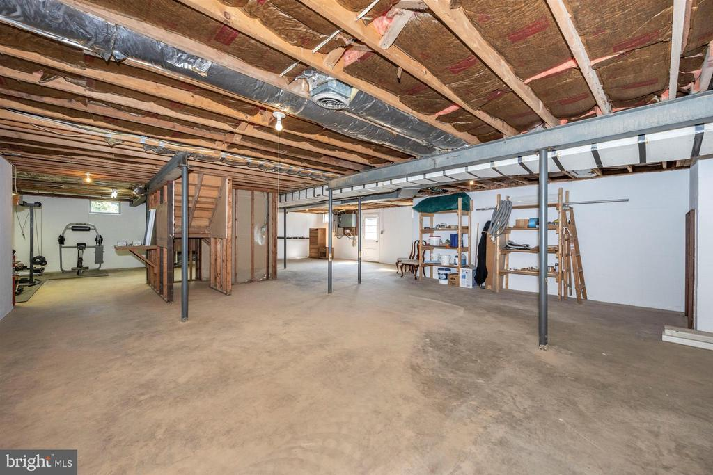 LARGE BASEMENT OVER 2000 SF W/ VENTING & LIGHTING - 6914 SUMMERSWOOD DR, FREDERICK