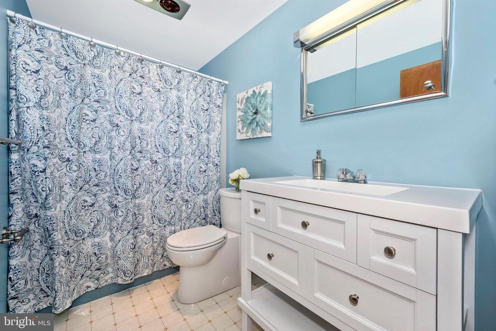 HALL BATH UPSTAIRS  WITH MODERN VANITY - 6914 SUMMERSWOOD DR, FREDERICK