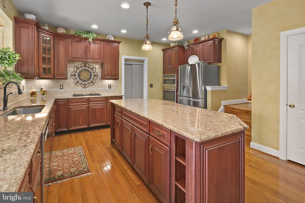 Kitchen island to stairs and laundry room - 43474 OGDEN PL, STERLING