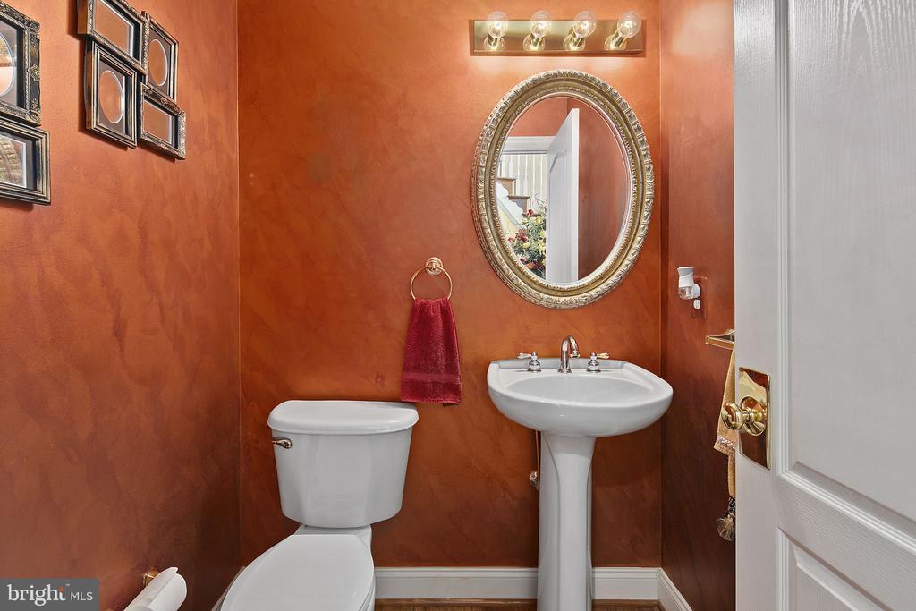 First floor bathroom - 43474 OGDEN PL, STERLING