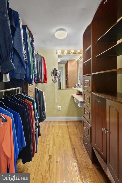 His and her closets - 43474 OGDEN PL, STERLING