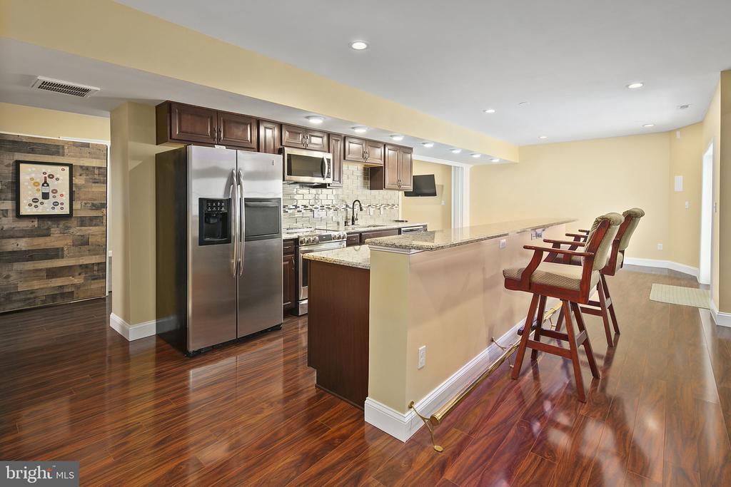 2nd full kitchen with - 43474 OGDEN PL, STERLING