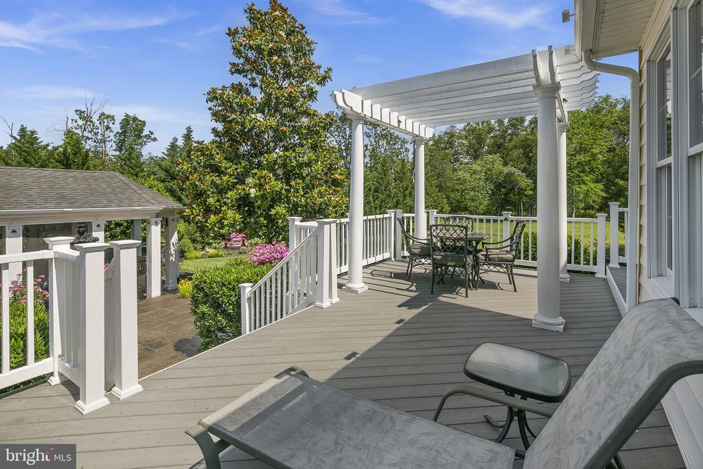 Rear deck for relaxing - 43474 OGDEN PL, STERLING