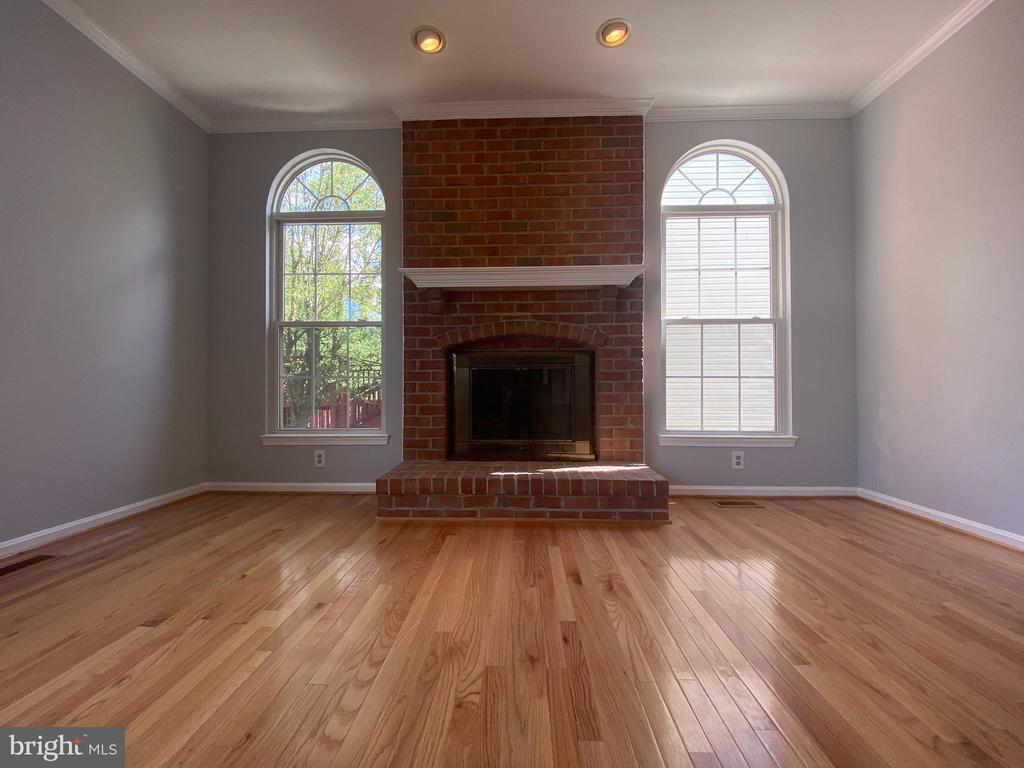 Family Room w/fireplace and NEW hardwood flooring - 6311 WILLOWFIELD WAY, SPRINGFIELD