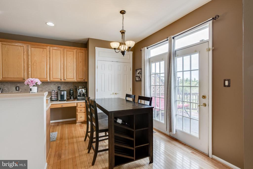 Breakfast area with doors to deck - 807 VALEMOUNT TER NE, LEESBURG