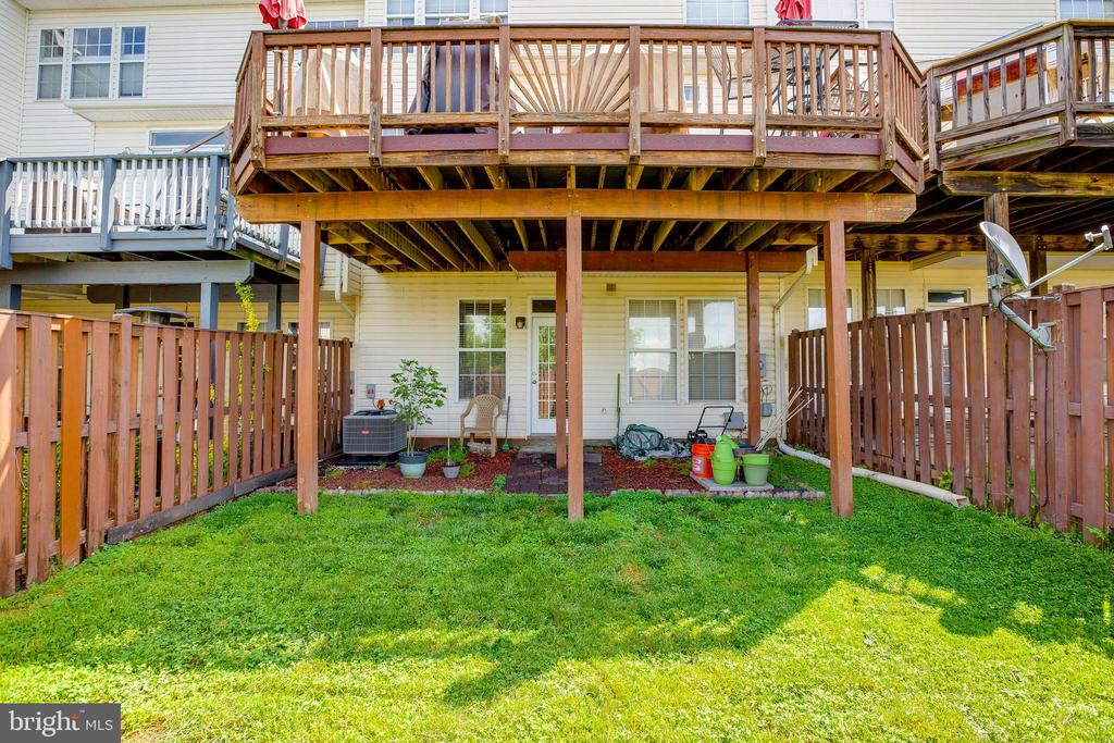 Relax in your fenced in backyard - 807 VALEMOUNT TER NE, LEESBURG