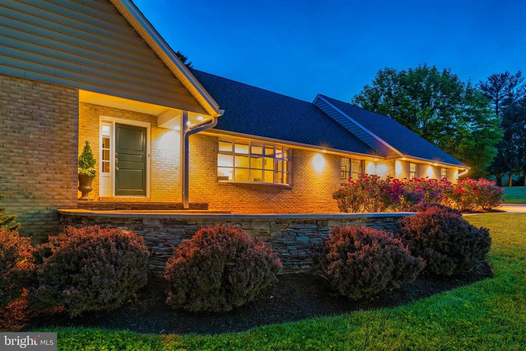 FRONT ENTRANCE WITH FIELD STONE RETAINING WALL - 6914 SUMMERSWOOD DR, FREDERICK