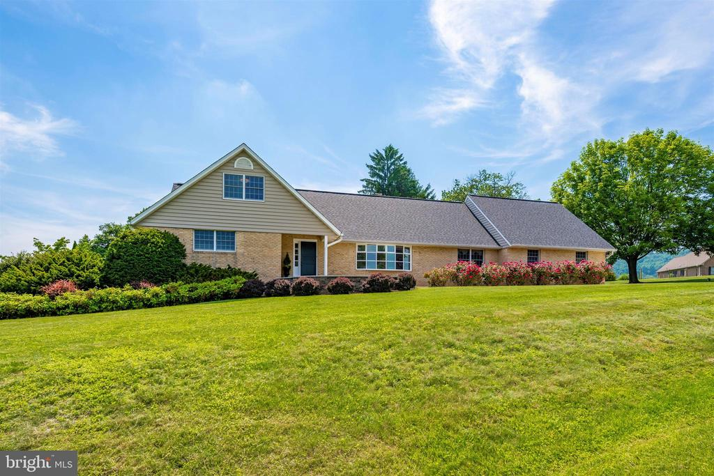 NEW 30YR ARCHITECTURAL ROOF, NO MAINTENANCE TRIM - 6914 SUMMERSWOOD DR, FREDERICK