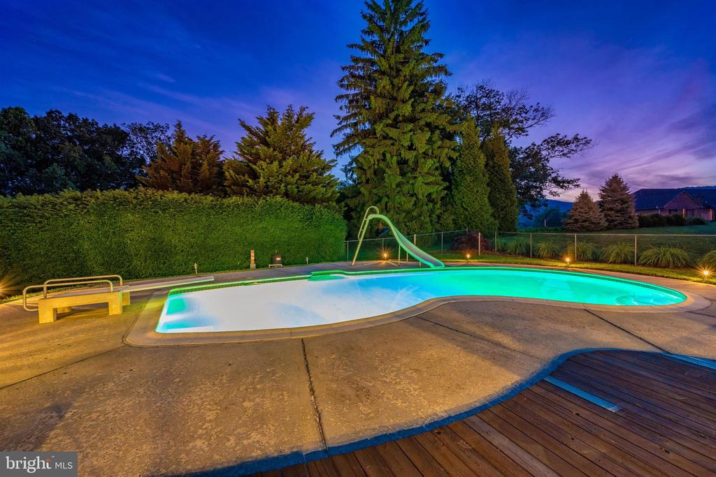 POOL LIGHT CREATES GLOWING WATER IN THE EVENING - 6914 SUMMERSWOOD DR, FREDERICK
