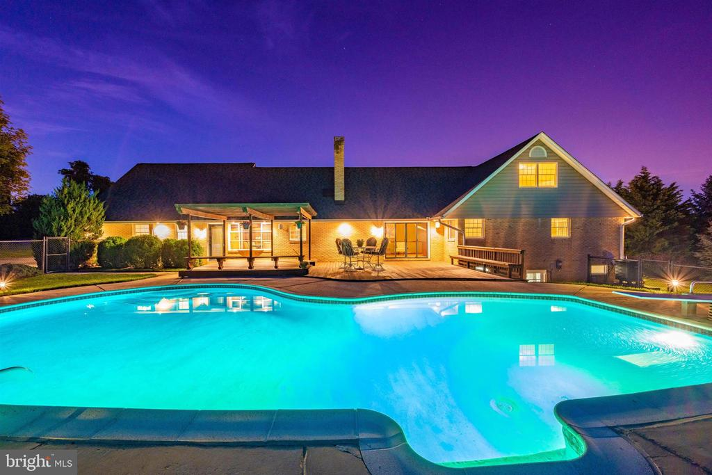 GO ON VACATION WITHOUT EVER LEAVING HOME - 6914 SUMMERSWOOD DR, FREDERICK