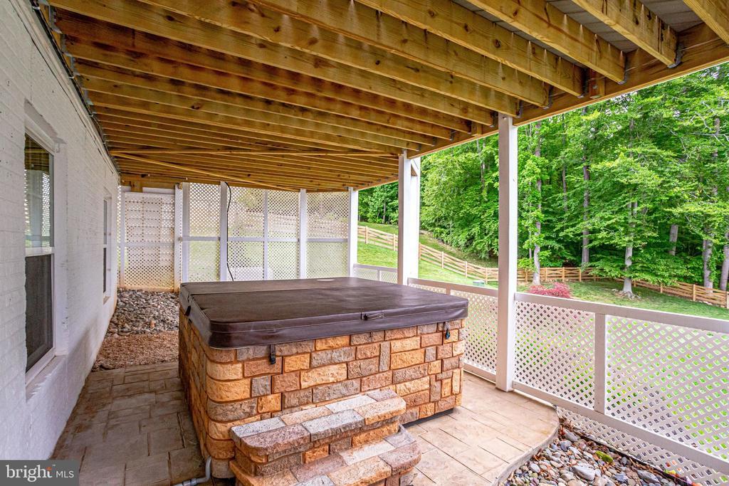 Hot tub on stamped concrete patio - 41684 WAKEHURST PL, LEESBURG