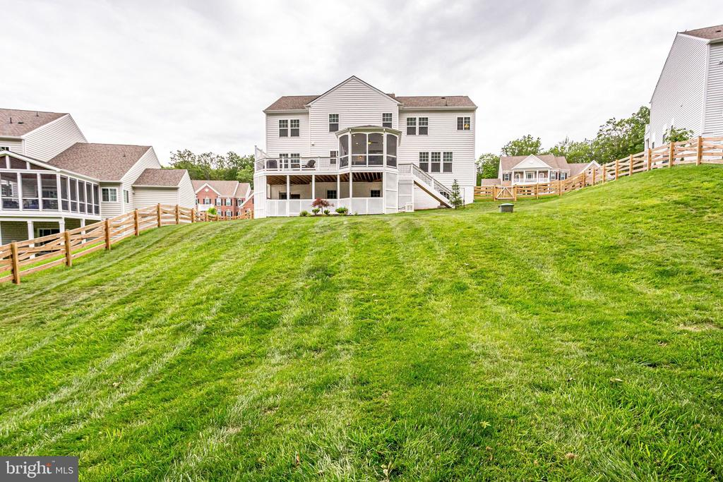1/2 acre lot with wood fence - 41684 WAKEHURST PL, LEESBURG