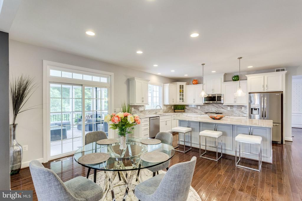 Kitchen Offers Seating at Table or Island - 41684 WAKEHURST PL, LEESBURG