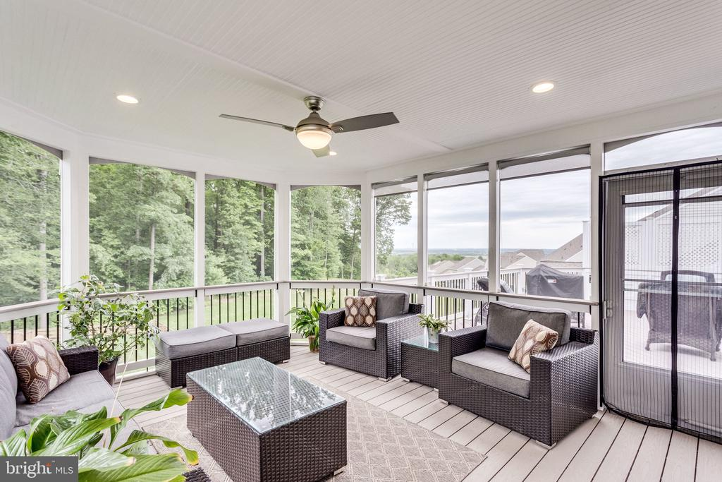 Spacious Screened Porch with Views of the Trees - 41684 WAKEHURST PL, LEESBURG
