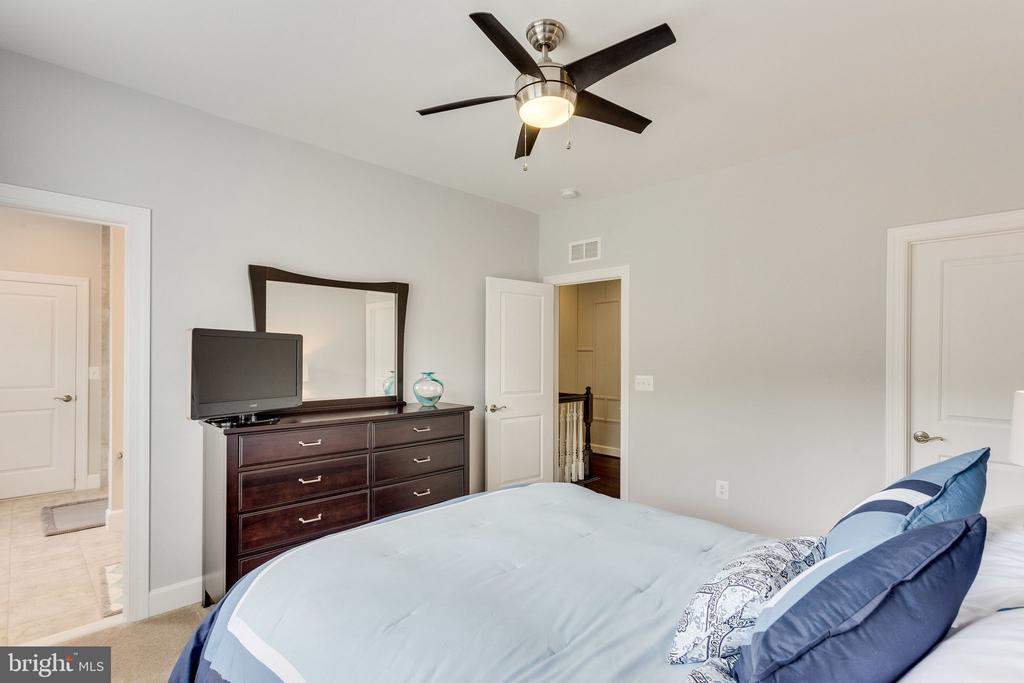 All guest bedrooms have access to a bathroom - 41684 WAKEHURST PL, LEESBURG