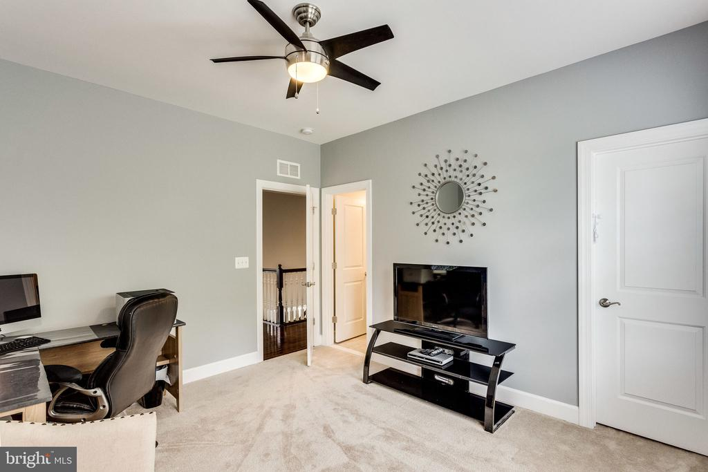 Great spot for a second office - 41684 WAKEHURST PL, LEESBURG