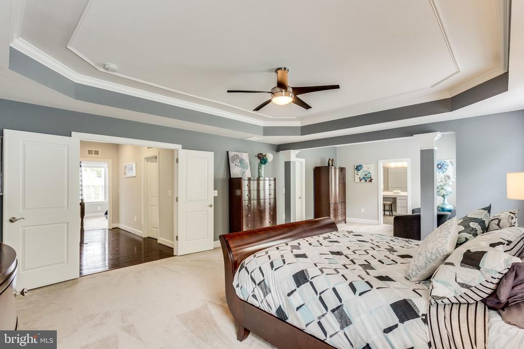 Owner Suite Has a Sitting Area - 41684 WAKEHURST PL, LEESBURG