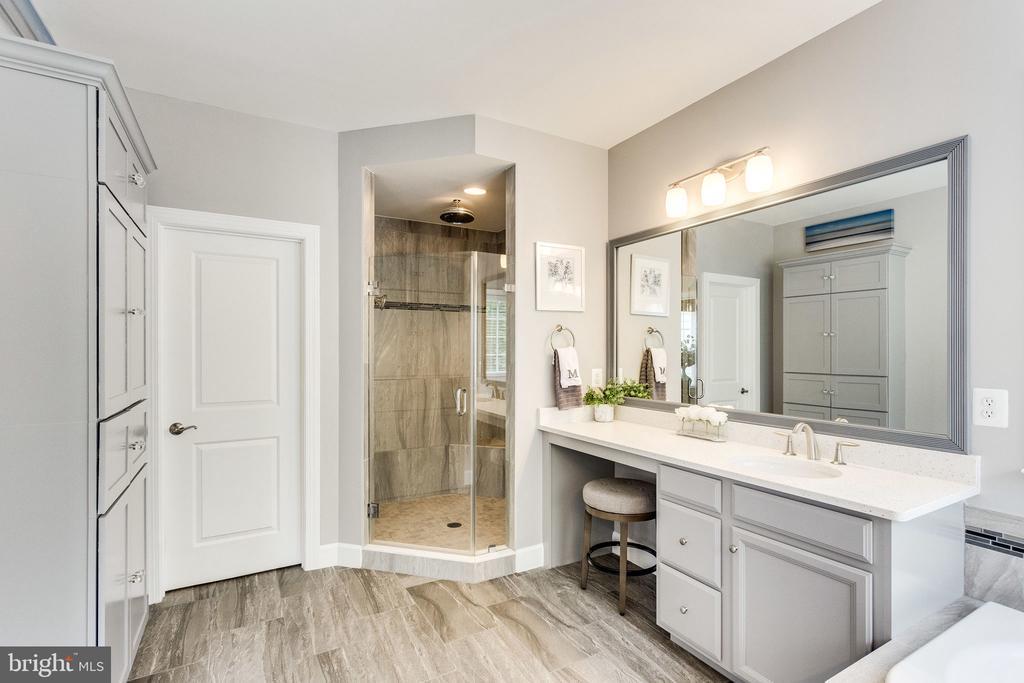 Owner's Bathroom Walk-in Shower - 41684 WAKEHURST PL, LEESBURG