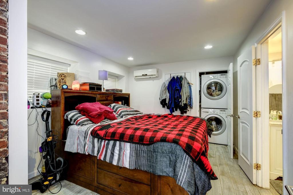 Rental unit B bedroom - 2301 1ST ST NW, WASHINGTON