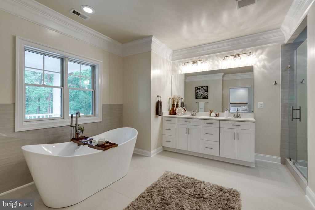 Delightful Master Bathroom - 8506 SHADEWAY PL, SPRINGFIELD