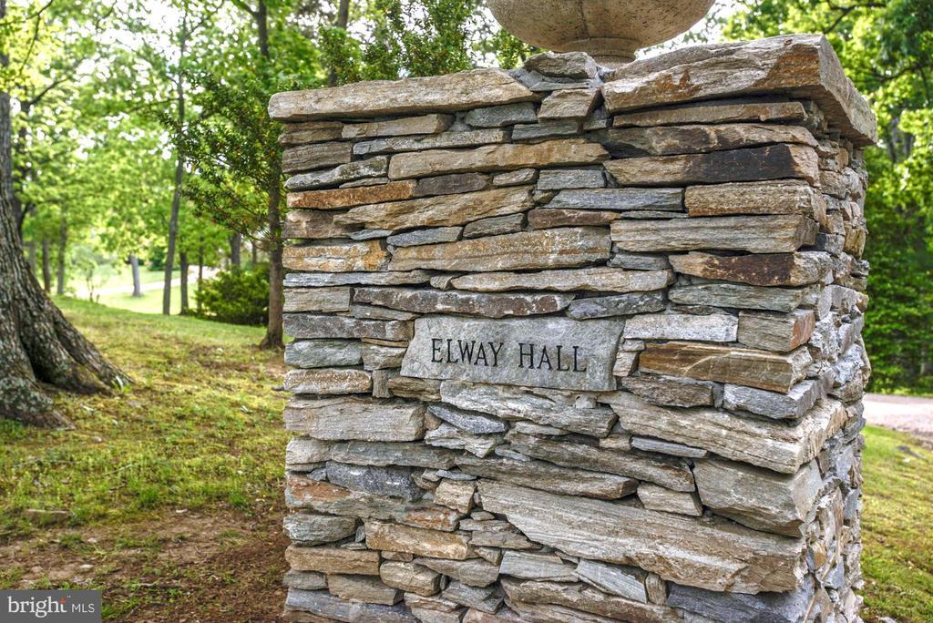 Engraved stone entrance column - 8394 ELWAY LN, WARRENTON
