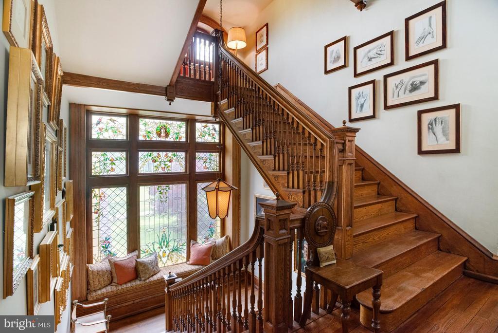 Second story stairway - 8394 ELWAY LN, WARRENTON