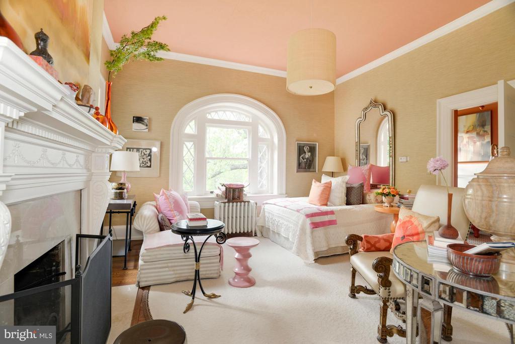 Pink guest suite - 8394 ELWAY LN, WARRENTON