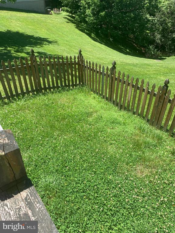 Fenced in yard - 4111 SWISS STONE DR, BURTONSVILLE