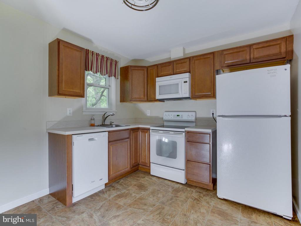 Small house kitchen - 9685 HOWES RD, DUNKIRK