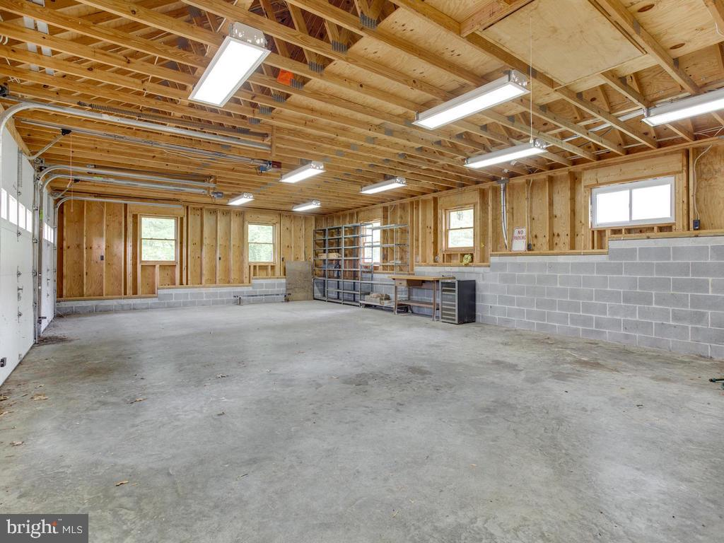 Oversized garage - 9685 HOWES RD, DUNKIRK