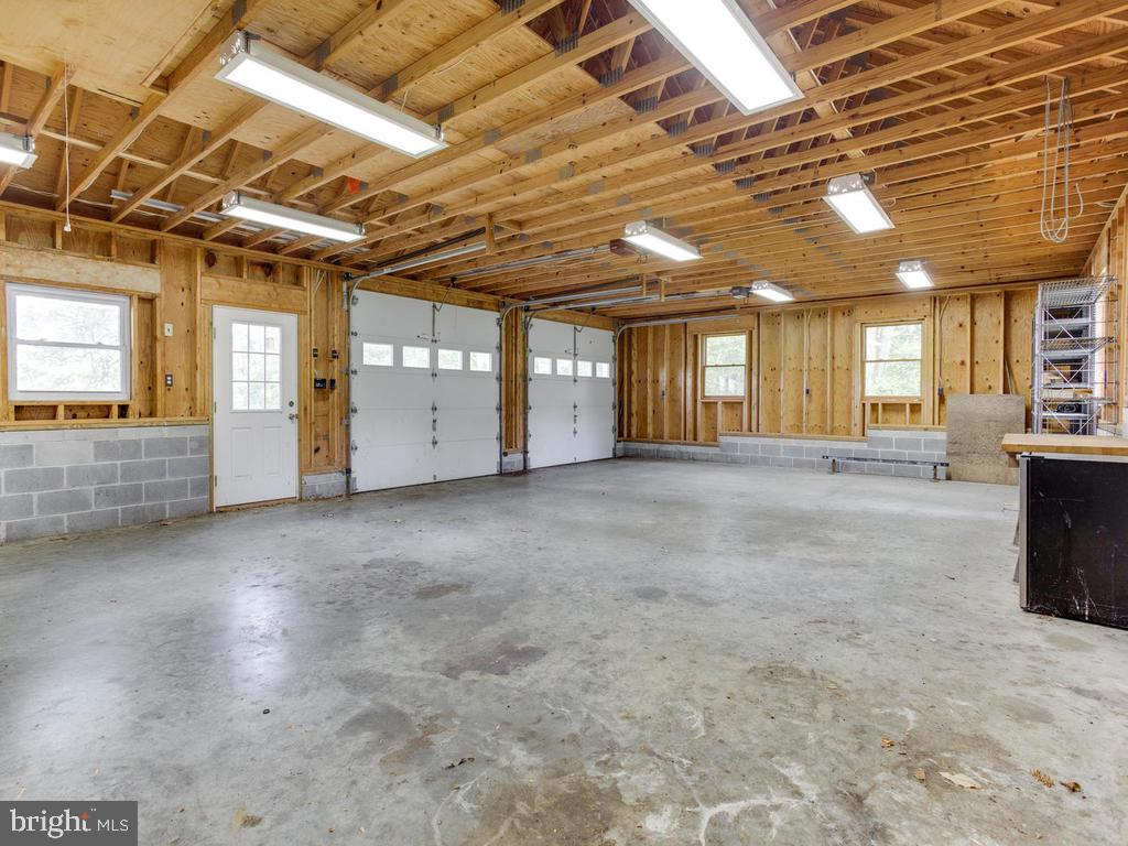 40 foot garage - 9685 HOWES RD, DUNKIRK