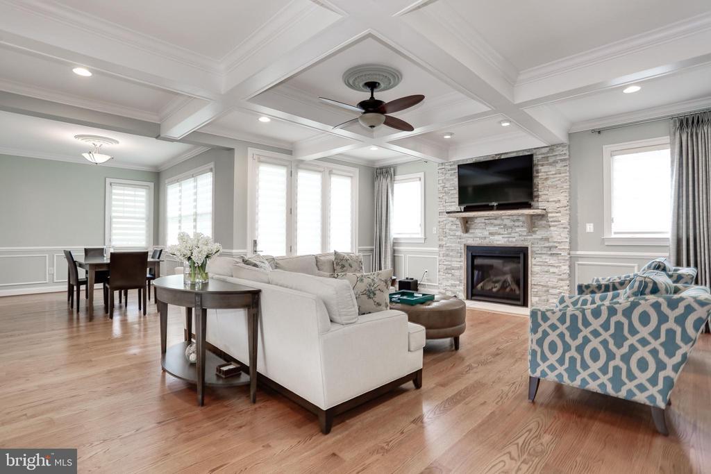 wood floors throughout main level of the home - 3401 N KENSINGTON ST, ARLINGTON