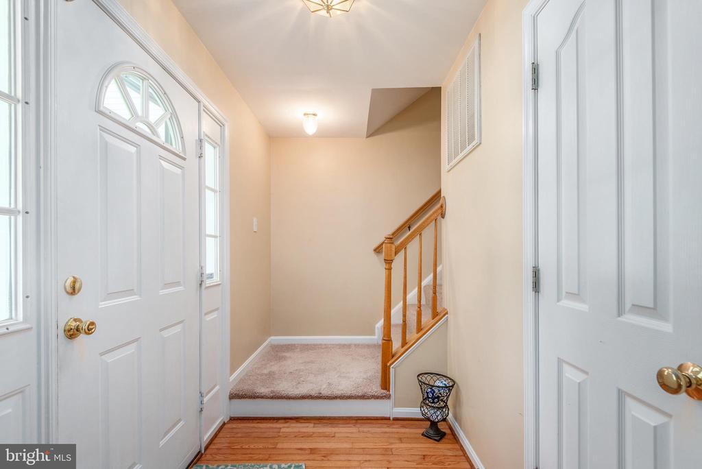 Hardwood Floors in the Entry - 3611 ALBERTA DR, FREDERICKSBURG